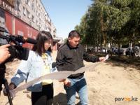 В Павлодаре начали укладывать уникальную подсвечивающуюся брусчатку