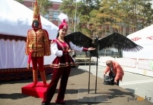 Золотого человека и орла изготовил к Наурызу Казахстанский электролизный завод