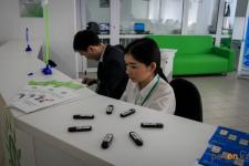 В Павлодаре впервые получившим ЭЦП дарили флеш-карты