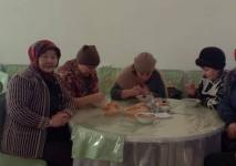 Щербактинские бизнесмены в морозы кормят и подвозят односельчан бесплатно