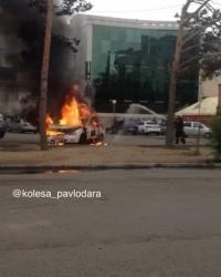В Павлодаре возле ТД «Артур» сгорела автомашина