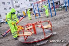 Об опасности раствора, которым обрабатывают улицы Павлодара, рассказали в акимате