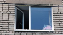 Трехлетний ребенок упал с восьмого этажа в Павлодаре