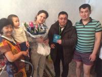Молодая мама из Экибастуза получила свидетельство о рождении ребенка, заказанное по СМС