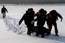 Спасатели вытащили из Иртыша женщину