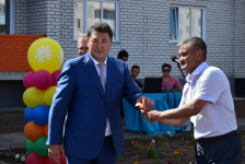 Сотрудники Аксуской электростанции получили ключи от квартир в новом доме