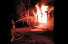 Подробности пожара на территории монастыря в селе Павлодарском сообщили спасатели