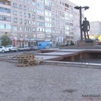 Реконструкцию фонтана возле памятника С.Торайгырову в очередной раз продлили