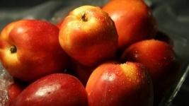 Россельхознадзор не пропустил 390 т польских яблок, которые пытались провезти в Казахстан