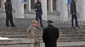 Запершийся в акимате Алматы мужчина судился из-за сгоревшего дома