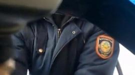 Видео некорректного поведения универсального полицейского выложили в YouTube
