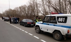 Пистолет, нож и бейсбольную биту везли гости в машине свадебного кортежа в Павлодаре