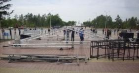 На центральной площади Павлодара идет подготовка к Дню Конституции РК