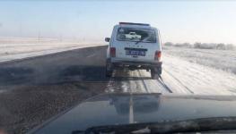 Второй раз за неделю полицейские Прииртышья спасают на загородных трассах водителей сломавшихся авто