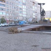 Реконструкцию фонтана возле памятника С. Торайгырову продлили до конца октября