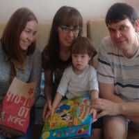 Павлодарские волонтеры объехали с подарками детей-инвалидов