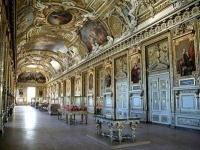 В Париже закрыли Лувр