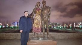 Житель Астаны накрыл скандальную скульптуру девушки платком
