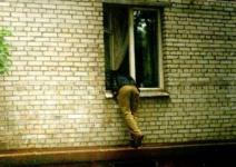 Житель Павлодарской области не понесет ответственность за то, что ночью ворвался в дом к женщине