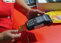 Налоговики Павлодара просят горожан сообщать об отказе выдачи им чеков и отсутствии у продавцов POS-терминалов