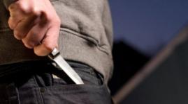 Хулиганы ранили ножом двоих братьев за неправильную езду