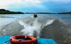 Двое жителей Павлодара перевернулись на резиновой лодке посреди Иртыша