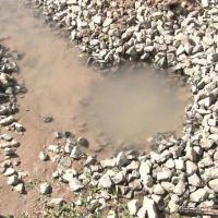 Больше двух недель бежит вода по улице Нурмагамбетова