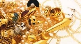 """Учительница """"заняла"""" у школьницы золотые украшения на 600 тысяч тенге в Экибастузе"""