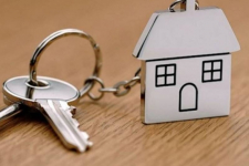 Подать документы на получение жилья из коммунального фонда можно двумя способами