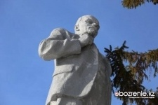 Павлодарские коммунисты просят власти сохранить памятник Ленину