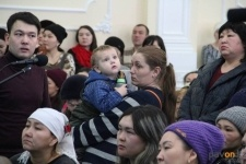 Аким Павлодарской области встретился с многодетными матерями, нуждающимися в помощи от государства