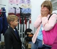 Родители ломают голову: в чем и с чем отправить детей в школу