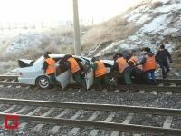 Автомобиль слетел с моста на рельсы в Павлодарской области