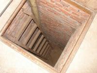 В Павлодаре мужчина упал в подвал собственного дома и погиб