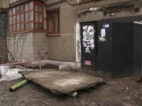 В Павлодаре в многоэтажном доме обвалился козырек подъезда