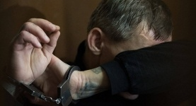 Мужчина, швырнувший на землю ребенка, напился перед судом