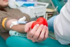Дарую кровь