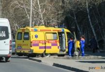 В Павлодаре мужчина выпал из окна и остался жив
