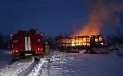 В Павлодарской области на пожаре пострадало два человека и сгорели две машины