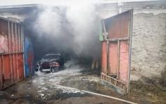 Экибастузские пожарные ликвидировали пожар на фирме по заправке газовых баллонов