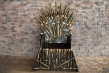 В Павлодаре появилась новая достопримечательность - Железный трон «Игры престолов»