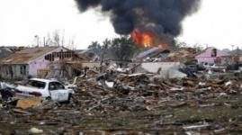 Гигантский смерч разрушил город в США