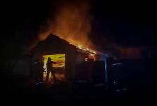 В Прииртышье из-за короткого замыкания сгорел частный гараж с автомашиной