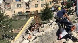 Число жертв землетрясения в Италии возросло до 132 человек