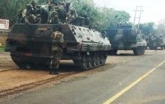 Президент Зимбабве сбежал из страны после военного переворота