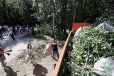Павлодарцы вышли на очистку мест, засоренных отдыхающими