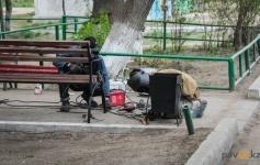 В Павлодаре начали установку лавочек и урн лучшим домам города
