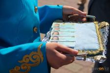 В День Государственных символов 25 павлодарцам вручили удостоверения личности