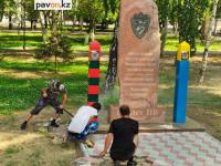 В Павлодаре демонтировали памятник пограничникам