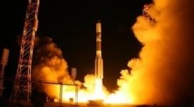 """С космодрома """"Байконур"""" стартовала ракета-носитель """"Протон-М"""" с военным спутником"""